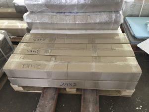 Упаковка клинкер-блоков на сетке