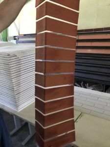 Угловой блок на сетке